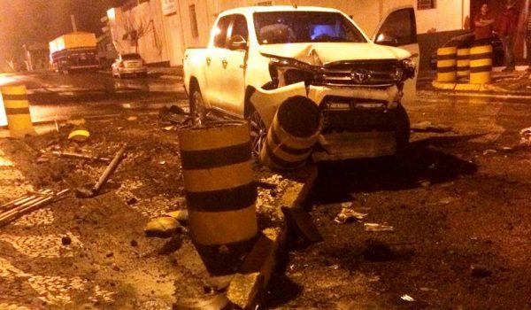 Condutor com sinais de embriaguez colide em anteparos no alto da Conceição