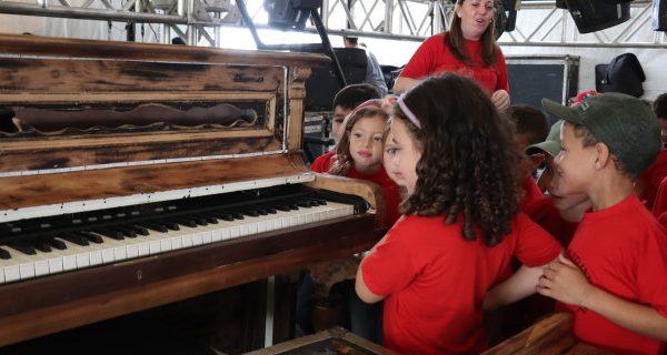 Projeto leva alunos para conhecer espaços da Expo Palmeira