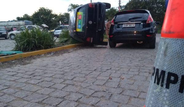 Duas pessoas ficam feridas em colisão entre três veículos na PR 151