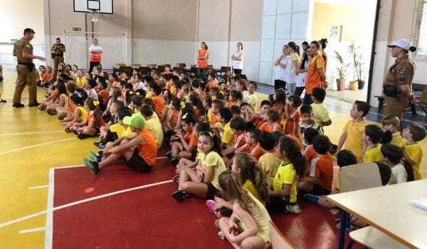 Polícia Militar desenvolve atividades educativas com crianças sobre Maio Amarelo