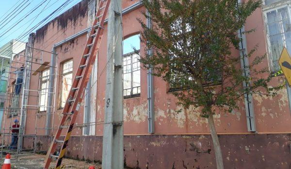 Obra emergencial de contenção estabiliza fachada histórica do Beneficente