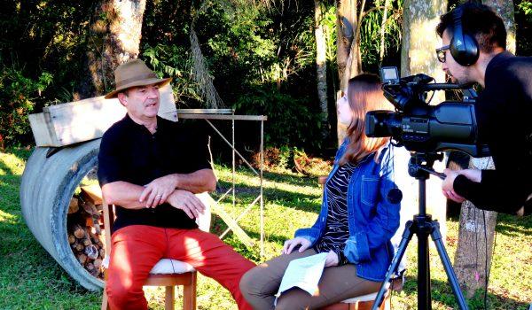 Acadêmicos gravam matéria jornalística em vinícola de Palmeira