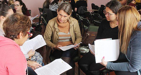 Secretaria de Educação promove formação para estudo e elaboração da BNCC