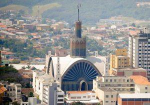 Catedral de Ponta Grossa está aberta para visitas guiadas