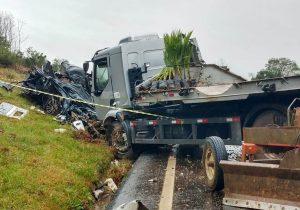 Colisão na BR 277 em Palmeira deixa três mortos