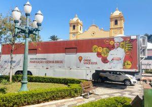 Unidade móvel realiza cursos para cerca de 200 alunos na Praça da Matriz