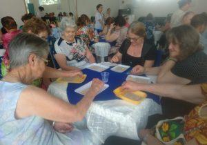 Idosos participam de bingo recreativo no Centro do Idoso