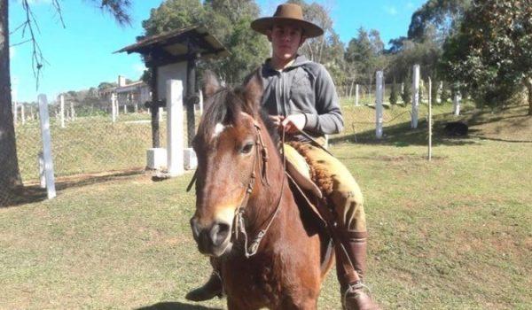 Estudante do Colégio Agrícola morre após queda de cavalo