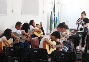 Creas realiza formatura de alunos da Oficina de Violão