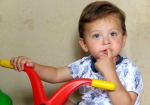 Duas ações buscam verba para tratamento de saúde do pequeno Miguel