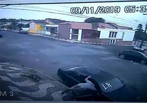 Câmeras flagram dupla em tentativa de furto
