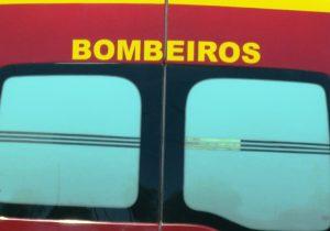 Bombeiros registram capotamento e queda de mesmo nível neste sábado (23)