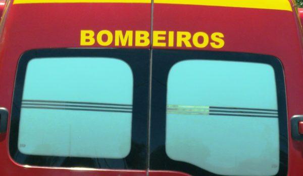 Bombeiros atendem saída de pista com óbito