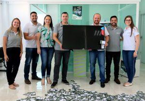 Smart TV é sorteada para associados Sicoob de Palmeira
