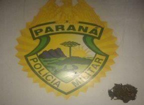 PM aborda homem com droga durante patrulhamento na Vila Rural