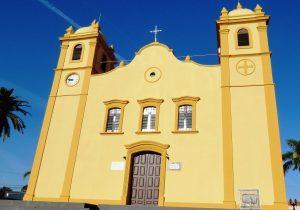 Pároco de Palmeira alerta para idosos acompanharem a missa pela rádio e não ir à Igreja