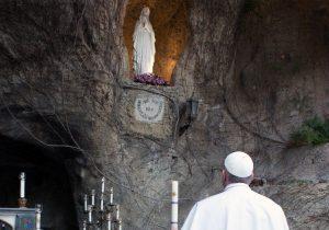 Papa rezará o Terço na conclusão do mês mariano pedindo consolação de Nossa Senhora para enfrentar a pandemia