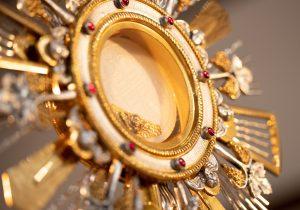 Através do Facebook, Paróquia realiza Hora Santa nesta quinta-feira (07)