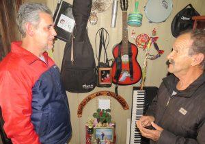 """Instrumentos musicais da """"Tia Lila"""" são doados para Amas"""