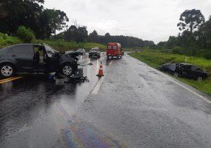 Acidente de trânsito envolve três veículos e deixa quatro feridos na BR 277, em Fernandes Pinheiro