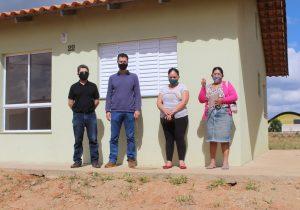 Famílias começam a receber chaves das residências do loteamento Sol Nascente
