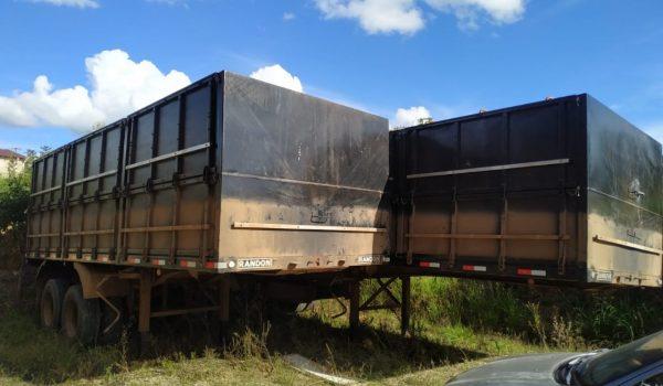 Polícia Militar recupera em Palmeira carreta bitrem e carga de soja roubados