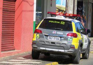 De posse de um canivete homem assaltou um bar e foi detido pela PM
