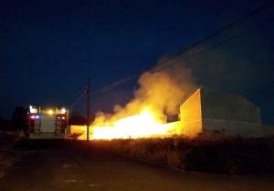 Bombeiros são acionados para atender um incêndio em vegetação